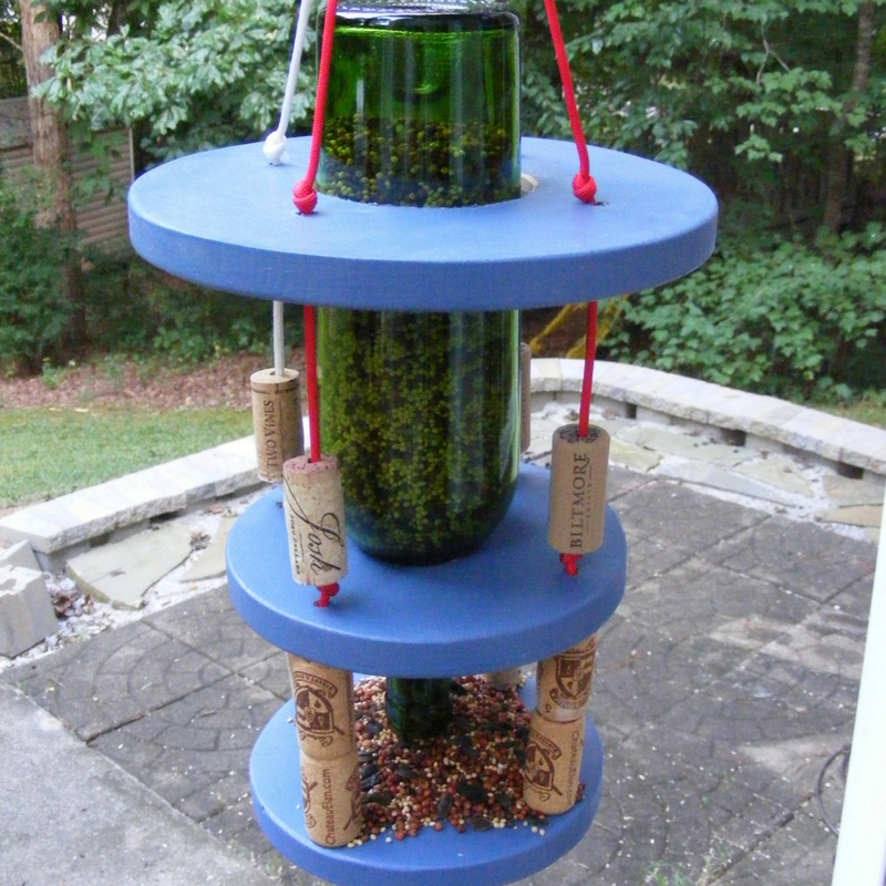 paracord wine bottle bird feeder