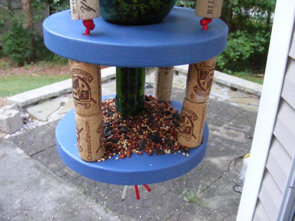 paracord wine bottle bird feeder